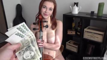 Cseh nagycsöcsű tini csajszi pénzért baszik a zene tanárral