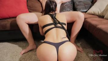 Nyuszilány imád játszadozni! - Tini pár szexvideója