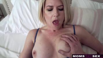 A mostoha anyám tüzes puncija! - Ingyen pornó #1