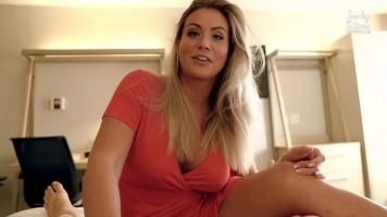 Anyuci beavatja a fiát a szex rejtelmeibe