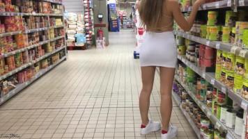 Kockázatos publikus szex a szupermarketben