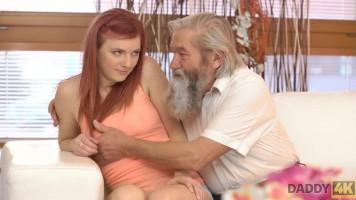 Vén perverz faszi ujjazza a huszonévest