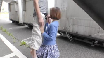 Amatőr japán csajszi az utcán elégíti ki urát