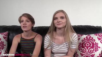 19 éves tini barátnők a meghallgatáson egymással kefélnek és a lompost is megosztják