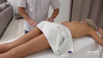 Váratlan aktus a masszázsterapeutával / Védekezés nélkül beleélvezés