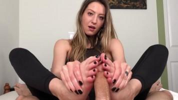 Kivertem neki a szexi lábfejeimmel, hogy egy óriásit élvezhessen!