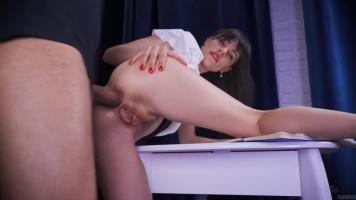 A nyelvóra a dögös tanárnővel, anális szexszel végződik!