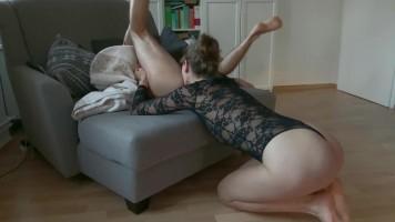 Amatőr feleség a nyelvével kényeztet! - Seggnyalás és szex, home office-ban