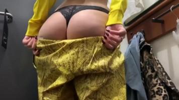Rizikós publikus szex a fitness terem öltözőjében - Orosz amatőr tinik