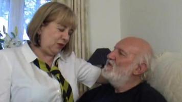 Idős néni és a kanos papi