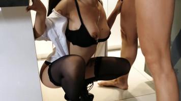 Ázsiai lány mélytorok szex videója!