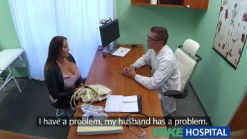 Laura Orsolya az orvosnál járt és a mellére élveztek