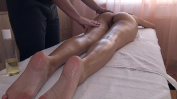 Erotikus masszázs, női spricceléssel