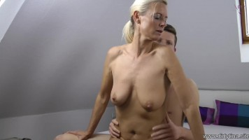 Kérlek, anya, mutasd meg hogyan kell szexelni!