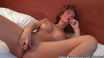 Vörös hajú anyuci sóvárog az orgazmusért